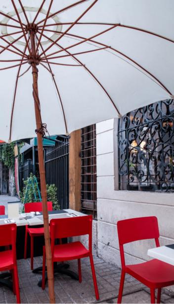 Outdoors patio restaurant in Manotick
